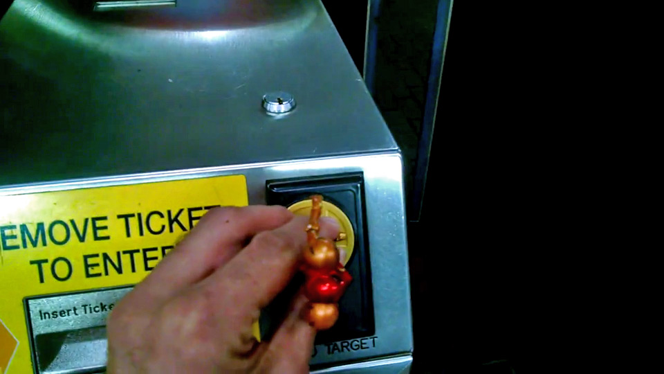 『amiibo』で地下鉄改札を通れるというジョーク、ユーザーが実際に検証。結果は当然「ノー」