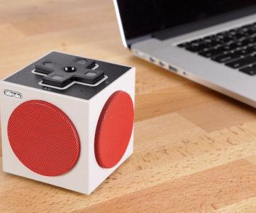 手のひらサイズのレトロかわいいNESコントローラ風キューブ型スピーカー、iPhone等のスマホや3DSにも接続可能