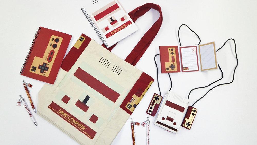 ファミリーコンピュータ雑貨シリーズ、ファミコン本体やコントローラデザインのトートバッグやペン、ノート等の文房具