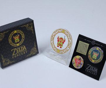タクトを持つドットリンクが可愛い、『ゼルダの伝説 30周年記念コンサート』限定盤の封入特典「CDスタンド」「缶バッジセット」
